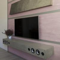 Růžová stěna se soundbarem a hodinami - deska šikmá